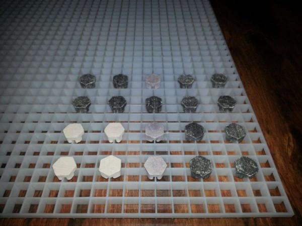 Lichtrasterplatte Bundle + 20 Stück Frag Plugs Ablegersteine